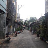 Nhà bán bình tân đường trước nhà như hình